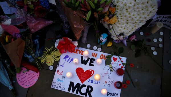 Flowers and messages are left for the victims of the Manchester Arena attack in central Manchester, Britain May 23, 2017. - Sputnik International