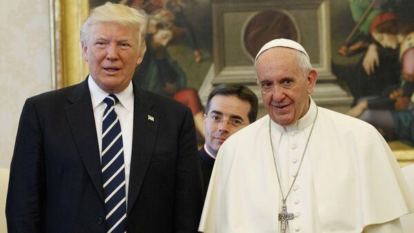 U.S. President Donald Trump and Pope Francis meet at the Vatican - Sputnik International