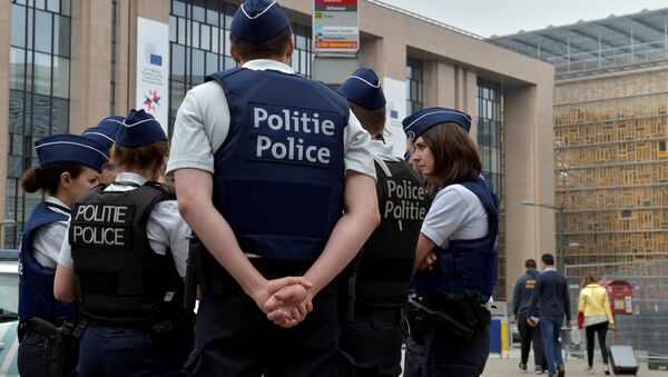 Belgian police officers patrol the area around the headquarters of different European institutions in Brussels, Belgium May 24, 2017. - Sputnik International