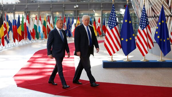 U.S. President Donald Trump (R) walks with the President of the European Council Donald Tusk in Brussels, Belgium, May 25, 2017. - Sputnik International