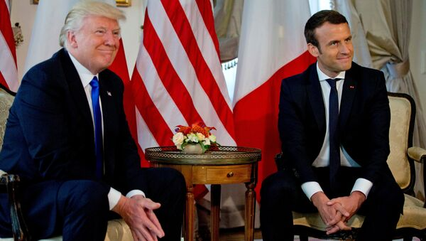 US President Donald Trump (L) meets French President Emmanuel Macron before a working lunch ahead of a NATO Summit in Brussels, Belgium, May 25, 2017. - Sputnik International