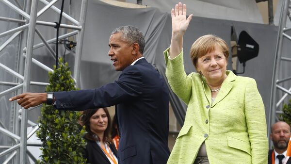 German Chancellor Angela Merkel and former U.S. President Barack Obama wave at the end of a discussion at the German Protestant Kirchentag in front of the Brandenburg Gate in Berlin, Germany, May 25, 2017 - Sputnik International