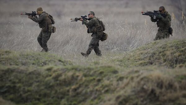 US Marines advance on the Black Sea shore during training at the Capu Midia Surface to Air Firing Range, on the Black Sea coast in Romania - Sputnik International