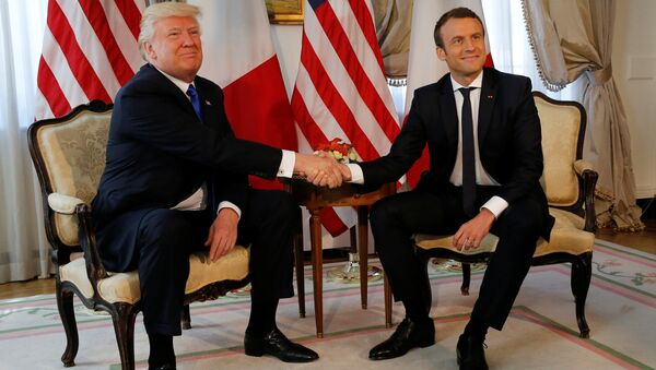 U.S. President Donald Trump (L) and French President Emmanuel Macron shake hands before a lunch ahead of a NATO Summit in Brussels, Belgium, May 25, 2017 - Sputnik International