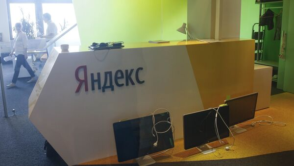 Unplugged computer monitors are seen through a glass door in the office of the Russian internet group Yandex in Kiev, Ukraine, May 29, 2017 - Sputnik International