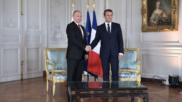 Russian President Vladimir Putin and French President Emmanuel Macron - Sputnik International