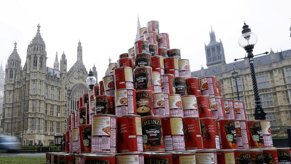 A pyramid of 468 cans of soup during a media event outside the Palace of Westminster to highlight food bank dependency. - Sputnik International