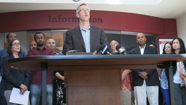 Portland Mayor Ted Wheeler speak at a news conference after a man fatally stabbed two men Friday on a light-rail train when they tried to stop him from yelling anti-Muslim slurs at two young women, one of whom was wearing a hijab, in Portland, Ore., Saturday, May 27, 2017. - Sputnik International