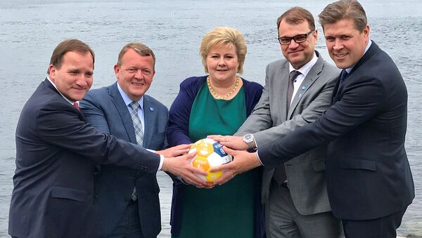 Sweden's Prime Minister Stefan Lofven (L-R), with his counterparts Lars Lokke Rasmussen of Denmark, Erna Solberg of Norway, Juha Sipila of Finland and Bjarni Benediktsson of Iceland hold a soccer ball during their meeting in Bergen, Norway May 29, 2017. Picture taken May 29, 2017. - Sputnik International