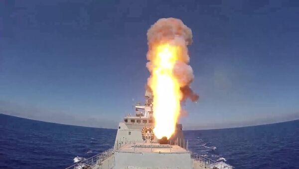 Russian frigate Admiral Essen launches Kalibr cruise missiles at ISIS facilities (the Islamic State international terrorist organization banned in Russia) near Palmyra - Sputnik International