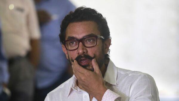 Bollywood actor Aamir Khan speaks to media on his 52nd birthday in Mumbai, India, 14 March 2017. - Sputnik International