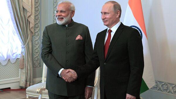 Russian President Vladimir Putin and Indian Prime Minister Narendra Modi, left, during their meeting at St. Petersburg International Economic Forum 2017 in Konstantinovsky Palace in Strelna - Sputnik International