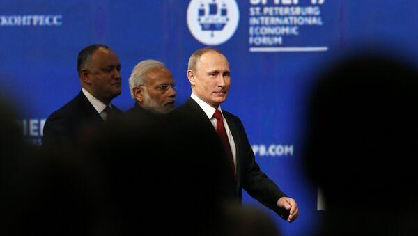 (R-L) Russian President Vladimir Putin, Indian Prime Minister Narendra Modi and Moldovan President Igor Dodon attend a session of the St. Petersburg International Economic Forum (SPIEF), Russia, June 2, 2017. - Sputnik International