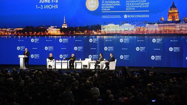 Russian President Vladimir Putin delivers a speech during a session of the St. Petersburg International Economic Forum (SPIEF), Russia, June 2, 2017. - Sputnik International