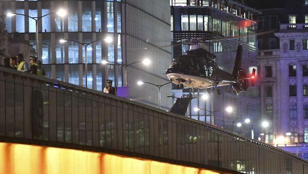 An helicopter lands on London Bridge after an attack in central London, Saturday, June 3, 2017. - Sputnik International