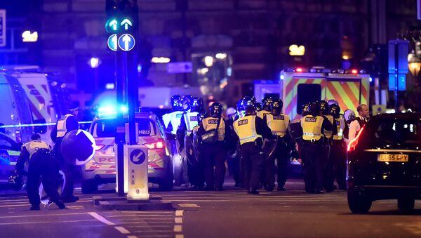 Police attend to an incident on London Bridge in London, Britain, June 3, 2017 - Sputnik International