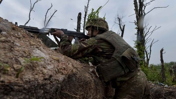 A Ukrainian serviceman fires a machine-gun at his position on the front line at the industrial zone of the government-held town of Avdiyivka, Ukraine, May 22, 2017 - Sputnik International
