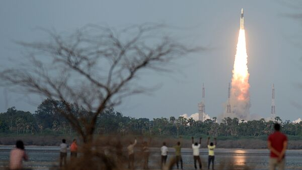The Indian Space Research Organisation (ISRO) communication satellite GSAT-19, carried onboard the Geosynchronous Satellite Launch Vehicle (GSLV-mark III ), launches at Sriharikota on June 5, 2017 - Sputnik International