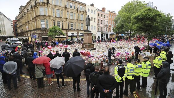 People observing a minute's silence in St Ann's Square, Manchester, England, in honor of the London Bridge terror attack victims, Tuesday June 6, 2017. - Sputnik International