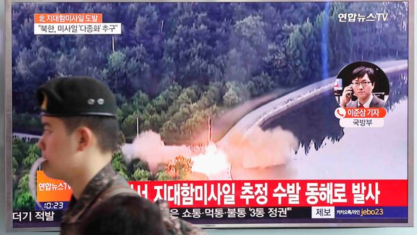 A South Korean soldier walks past a TV broadcast of a news report on North Korea firing what appeared to be several land-to-ship missiles off its east coast, at a railway station in Seoul, South Korea, June 8, 2017. - Sputnik International