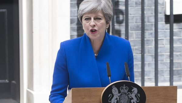 UK Prime Minister Theresa May makes a statement after meeting with the Queen. Theresa May received a permission from the Queen to form a new cabinet of ministers - Sputnik International