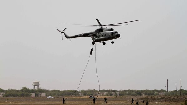 Garud commandos of Indian air force performs from an MI-8 helicopter during the inducting ceremony of first Medium Power Radar (MPR) named Arudhra, seen background, at the Air Force Station Naliya (File) - Sputnik International