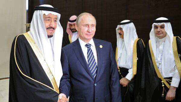 Vladimir Putin, President of the Russian Federation, with Salman bin Abdulaziz Al Saud, King of Saudi Arabia and Chairman of the Saudi Council of Ministers, during a meeting on the sidelines of the Group of 20 summit in Antalya, Turkey (File) - Sputnik International