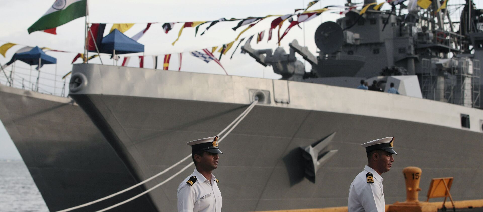 Indian sailors walk beside Indian Navy ships, from left, INS Ranvijay (D55), a Rajput class destroyer, and INS Saptura, a Shivalik-class stealth multi-role frigate, as they arrive at Berth 15, South Harbour, in Manila, Philippines on Wednesday, June 12, 2013 - Sputnik International, 1920, 02.08.2021