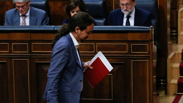 Podemos leader Pablo Iglesias passes in front of Prime Minister Mariano Rajoy during a motion of no confidence debate in parliament in Madrid, Spain, June 13, 2017 - Sputnik International