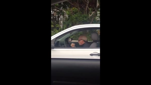 Grandpa Shows How to Rock Out in Traffic - Sputnik International