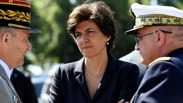 French Minister of the Armed Forces Sylvie Goulard (C) attends the ceremony to mark the 77th anniversary of late French General Charles de Gaulle's resistance call of June 18, 1940, at the Mont Valerien memorial in Suresnes, near Paris, France, June 18, 2017 - Sputnik International