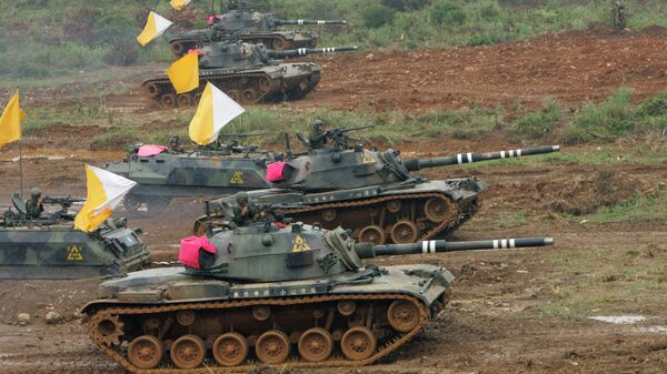 Taiwanese military maneuver U.S.-made M60 battle tanks during the annual Han Kuang military exercises in Hsinchu, northwestern Taiwan (File) - Sputnik International