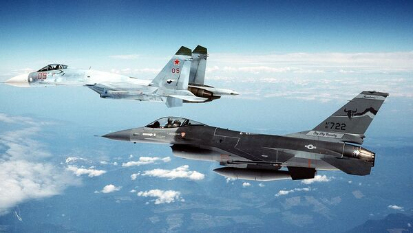 Su-27 and F-16 - Sputnik International