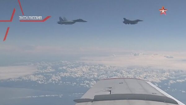 NATO's F-16 fighter being driven away from the Russian defense minister's plane in the Baltic airspace by a Su-27 jet. - Sputnik International