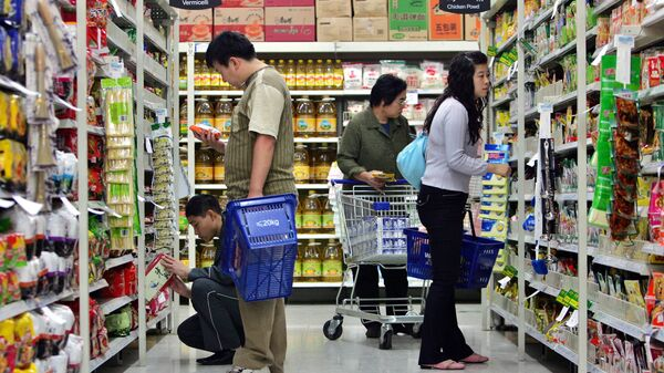 Chinese customers shop at one of the Chinese outlets of the U.S.-based Wal-Mart stores in Beijing, China Thursday Oct. 12, 2006 - Sputnik International