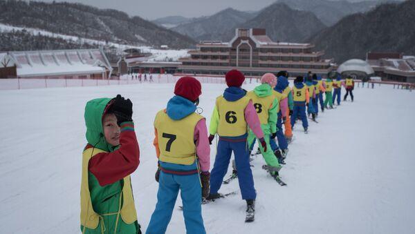 This photo taken on February 19, 2017 shows members of a 'ski camp' at the Masikryong ski resort, near North Korea's east coast port city of Wonsan. - Sputnik International