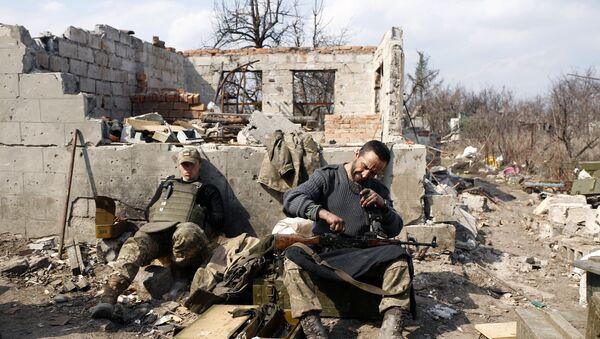 An Ukrainian serviceman prepares ammunition in Avdiivka, Donetsk region on March 30, 2017 - Sputnik International