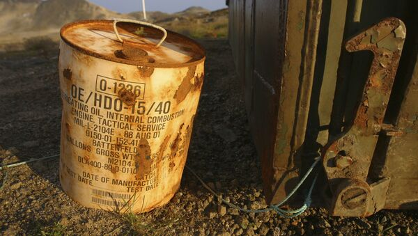Rusty container of lubricant oil for a U.S. military vehicle stands among abandoned U.S. military material on Aug. 16, 2005, outside the eastern Greenland settlement of Kulusuk where there used to be an U.S. Air Force base as part of an early warning radar system (File) - Sputnik International