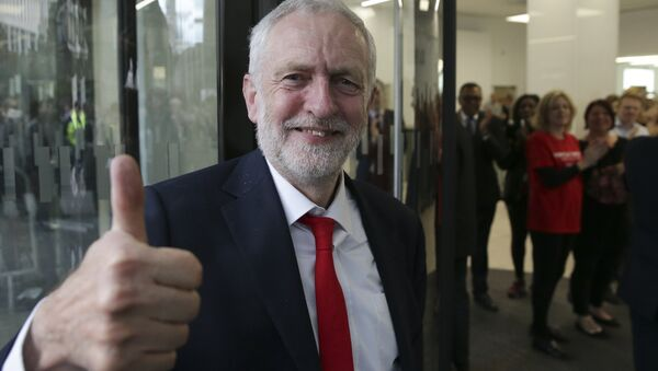 Britain's opposition Labour party Leader Jeremy Corbyn gives a thumbs up as he arrives at Labour Party headquarters in central London on June 9, 2017. - Sputnik International