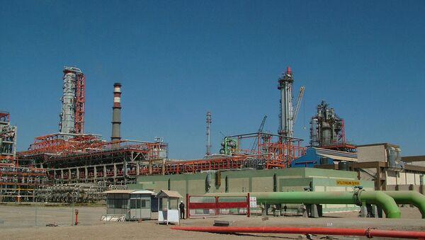 Essar Oil company's Vadinar oil terminal, part of the sprawling oil refinery complex is seen in Gujarat state's Jamnagar district, India (File) - Sputnik International