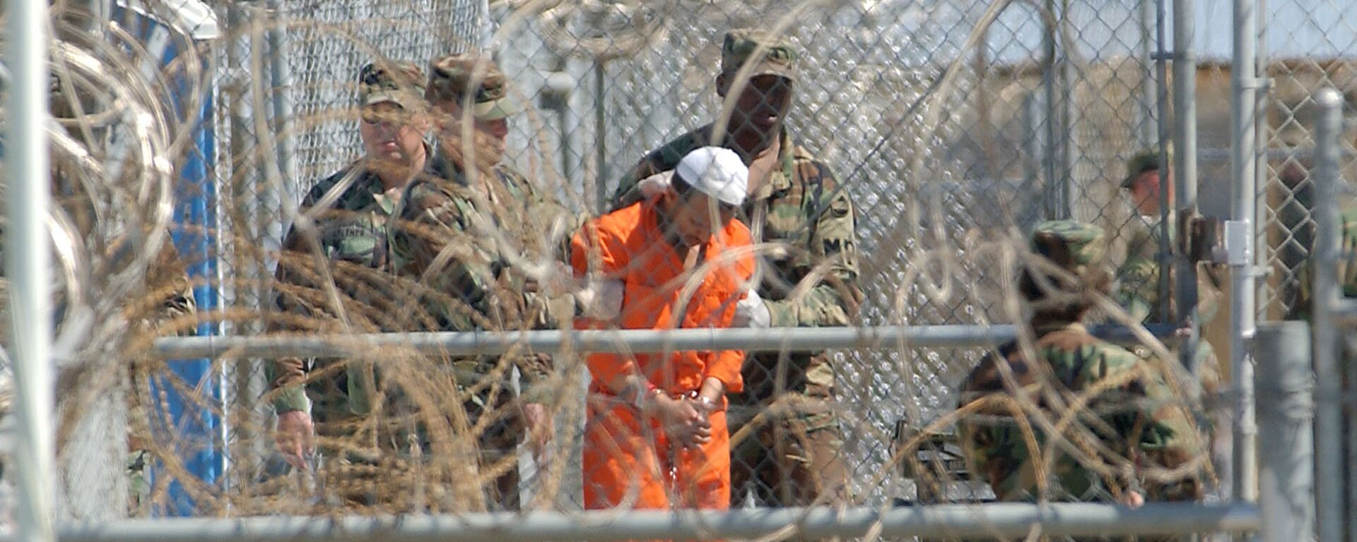 A detainee from Afghanistan is led by military police with his hands chained at Camp X-Ray at the U.S. Naval Base in Guantanamo Bay, Cuba, in this Feb. 2, 2002, file photo - Sputnik International, 1920, 09.09.2021