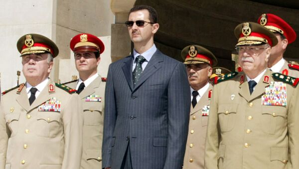 Syrian President Bashar al-Assad (C) new Defence Minister Hassan Turkmani (L) and former Defence Minister Mustafa Tlass attend a ceremony at the unknown soldier monument in Damascus, Syria October 6, 2003. - Sputnik International