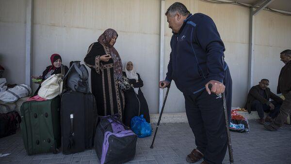 In this Sunday, March 26, 2017 photo, Palestinian residents of Gaza strip wait on the Israeli side of the Erez terminal to cross to Gaza Strip - Sputnik International