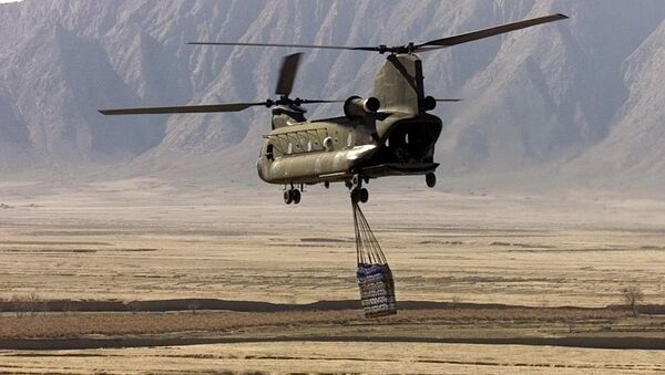 A U.S. Army CH-47 Chinook helicopter carries a cargo in Afghanistan (File) - Sputnik International