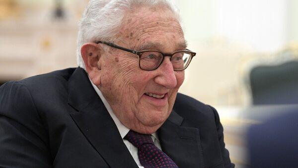 President Vladimir Putin meets with former US Secretary of State Henry Kissinger - Sputnik International