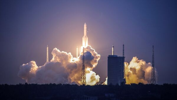 The Long March-5 Y2 rocket takes off from Wenchang Satellite Launch Center in Wenchang, Hainan Province, China July 2, 2017. - Sputnik International