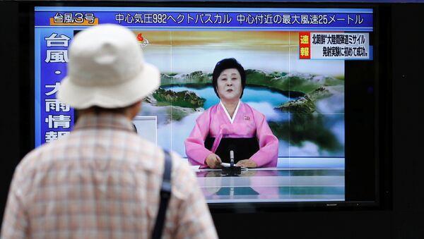A man looks at a street monitor showing news of North Korea firing a ballistic missile in Tokyo, Japan, July 4, 2017. - Sputnik International