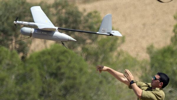 An Israel soldier launches an Israeli army's Skylark I unmanned drone aircraft, which is used for monitoring purposes, at an army deployment area near Israel's border with the besieged Palestinian territory, on August 4, 2014. - Sputnik International