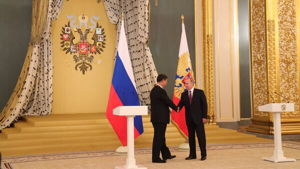 July 4, 2017. From right: Russian President Vladimir Putin meets with People's Republic of China President Xi Jinping who has been awarded the Order of Saint Apostle Andrew the First-Called in Moscow. - Sputnik International