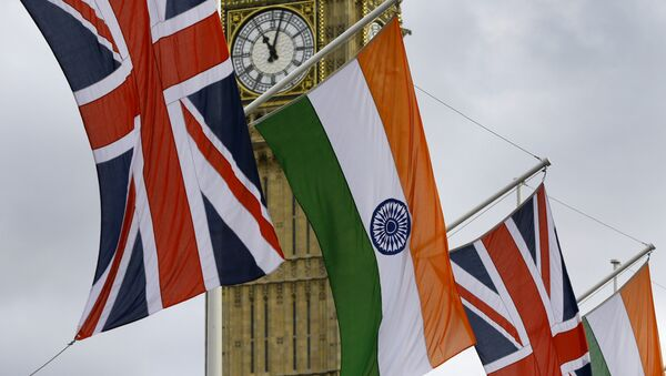 The Union and Indian flags fly in the breeze - Sputnik International